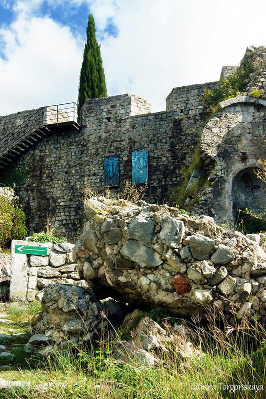 Цитадель и руины францисканского монастыря