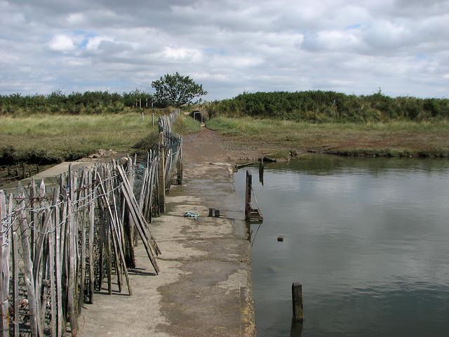 Footpath over Kirby-le-Soken Quay