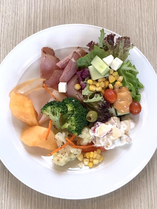 Breakfast: melon, ham, salad, beef pastrami