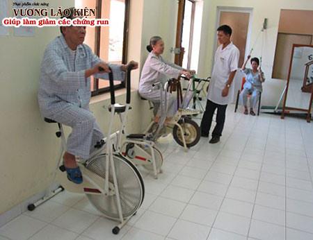 Bệnh run tay chân ở người già có một nguyên nhân đó là tai biến mạch máu não