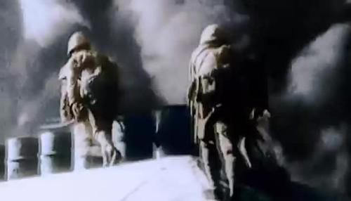 15 февраля 1942 года британский гарнизон неприступного Сингапура сдаётся японцам.