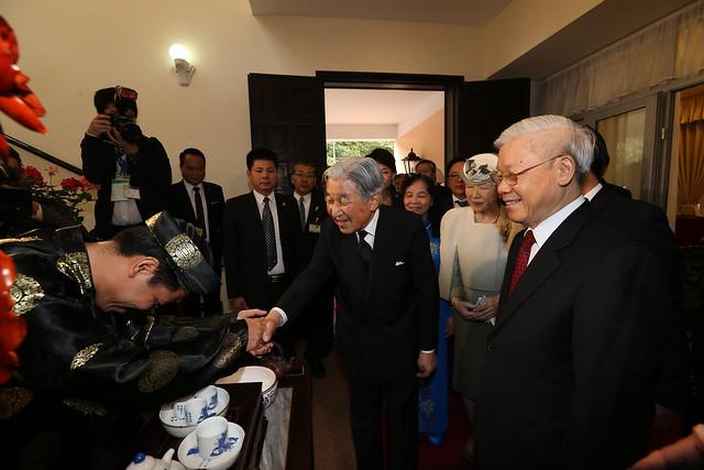 Tổng bí thư Nguyễn Phú Trọng, Nhật hoàng, Hoàng hậu và nghệ nhân trà Hoàng Anh Sướng