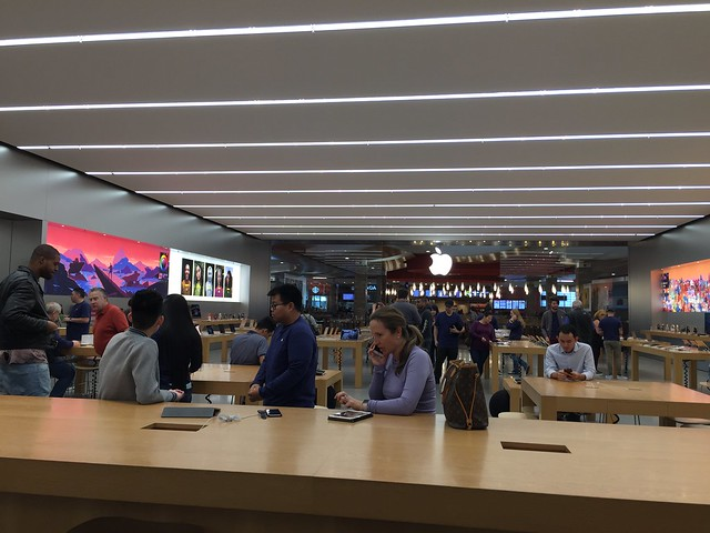 Apple Store - Oakridge