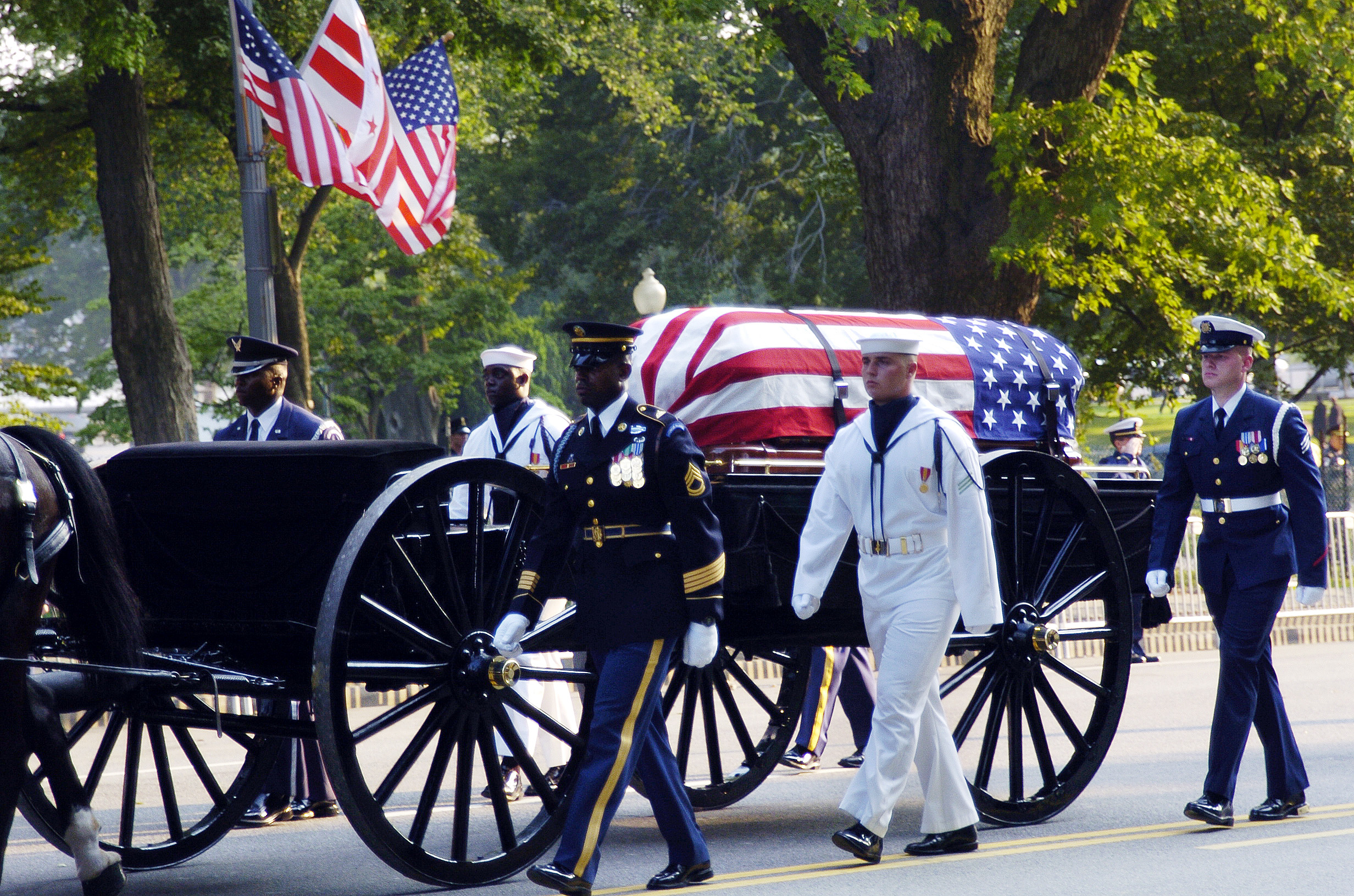 The Old Guard of the Army's 3rd U.S. Infantry Regiment transports the flag-draped casket of former President Ronald Reagan on a caisson to the Capitol. U.S. Navy photo by Chief Journalist Dave Fliesen on June 9, 2004.