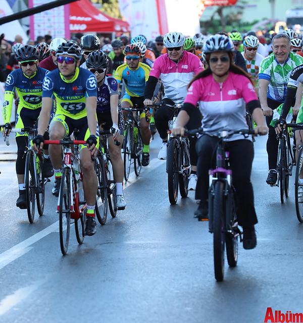 Antalya Büyükşehir Belediyesi Başkanı Menderes Türel farkındalık için bisiklet sürdü -3