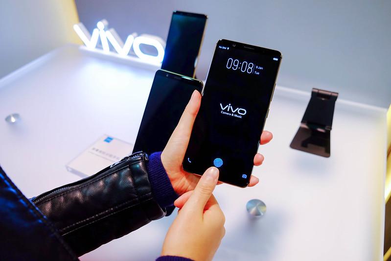正面屏幕指紋辨識更符合使用習慣和人體工學速度更快、安全性更高