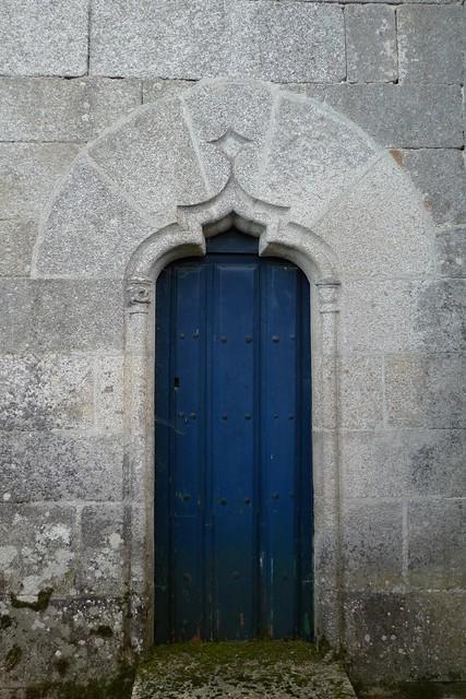 Porta norte da igrexa de Santo Estevo de Sandiás do século XVI (Ourense - Galicia)