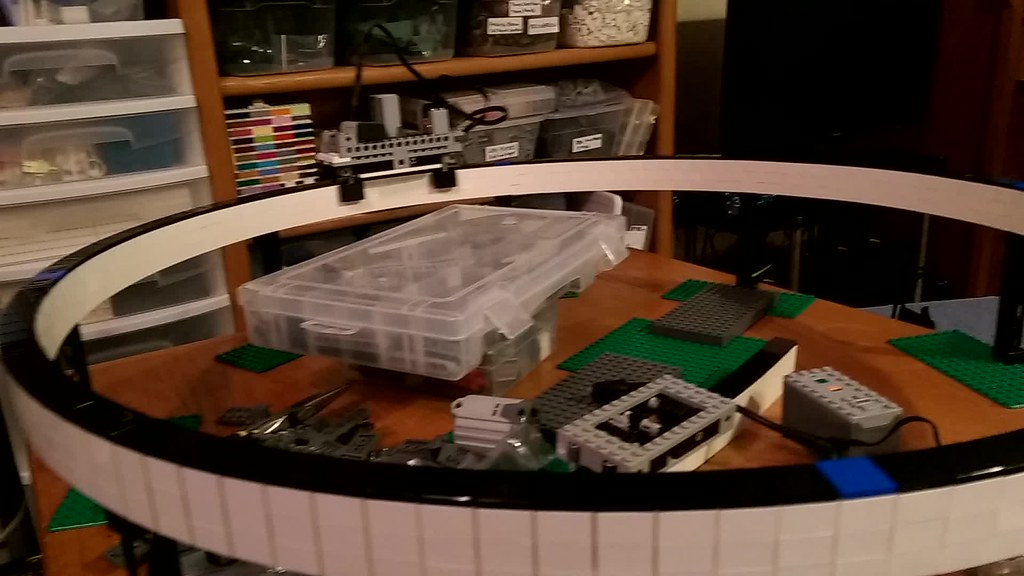 Monorail large wheel test 02 with double swiveling extended guides.