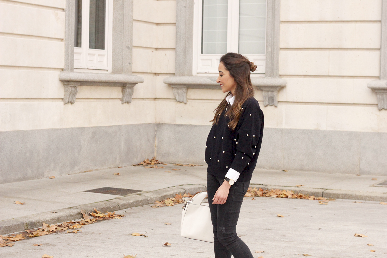pearl bomber uterqüe black jeans white bag winter outfit 2018 style fashionbomber07