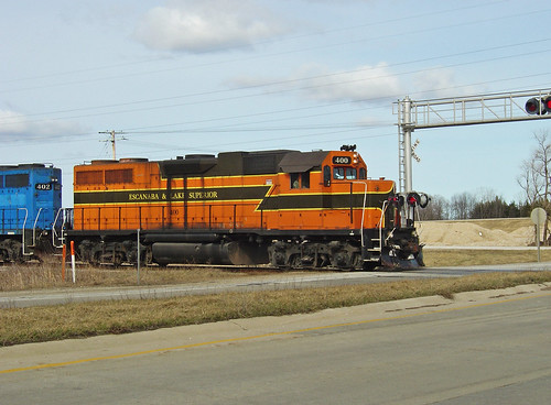 ELS 400 southbound crosses WIS-22 at Stiles, 4/13/2008