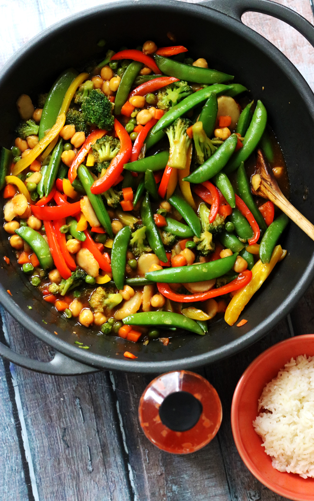 30 Minute Weeknight Chickpea and Vegetable Stirfry