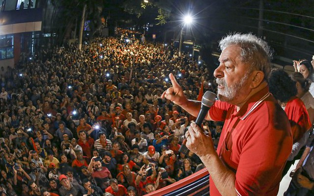 Atos políticos em apoio ao ex-presidente Lula tomam ruas do país neste sábado