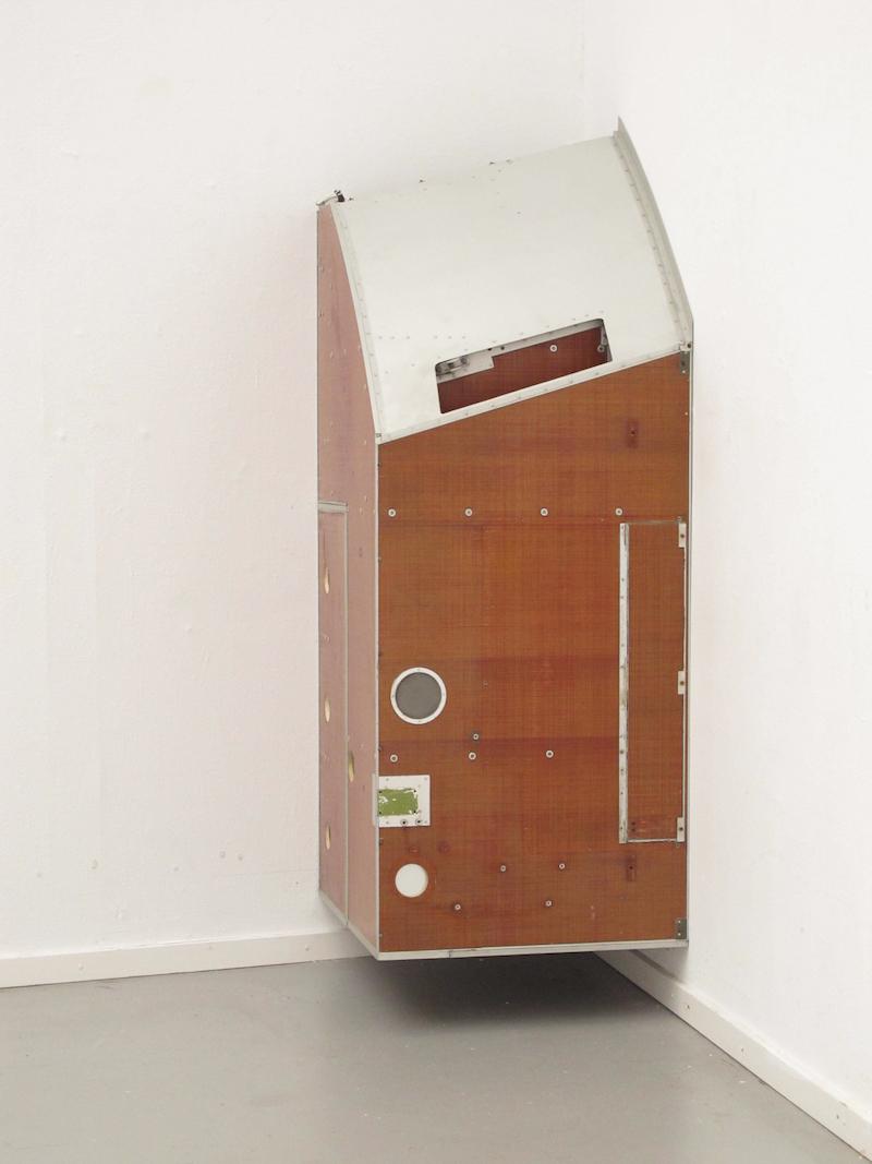 04-Michail-Pirgelis, Kapsel II, 2012, Fibreglass, aluminium, 189 x 69 x 79 cm