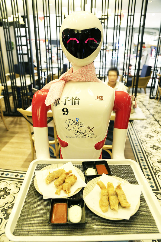 nam heong ipoh robot serving food