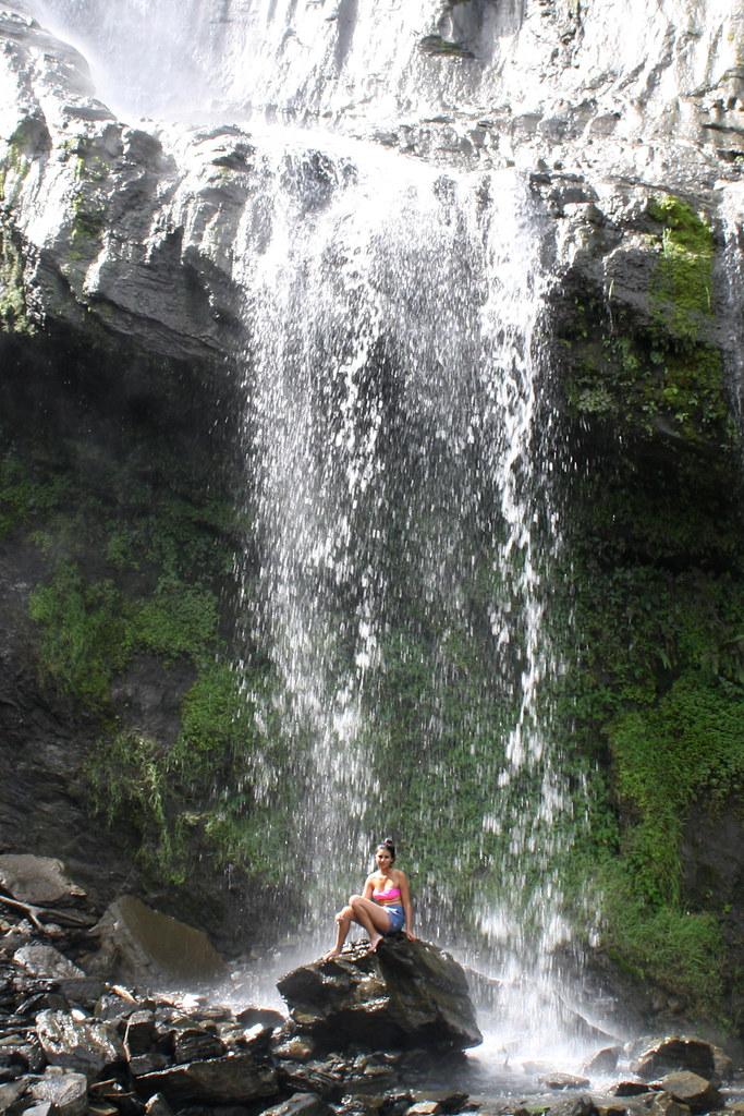 Kupanie-v-vodopade-3
