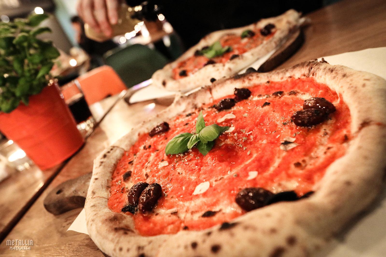 vegaaninen ravintola gdansk, gdanskin ravintolat, ravintolasuosituksia gdanskiin, kasvissyöjänä puolassa, lemmikkiystävällinen ravintola, viva la pizza gdynia, pizza gdynia