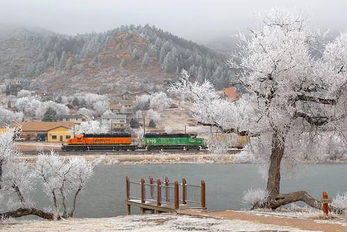 bnsf bnsf1993 bnsf2700 emd sd402 gp392 palmerlake colorado jointline pikespeaklocal rampartrange snow hoarfrost train railroad