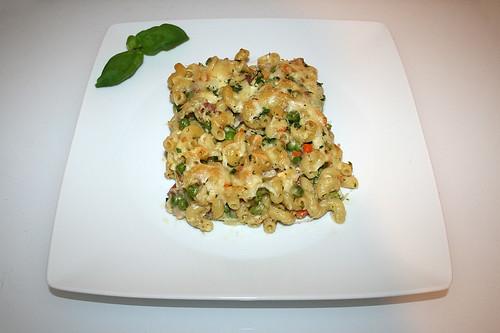 23 - Quick cheese pasta bake - Served / Blitz-Nudelauflauf mit Käse - Serviert