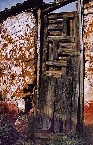 Old wood door barely hanging in there, (Patzcuaro, Mexico)