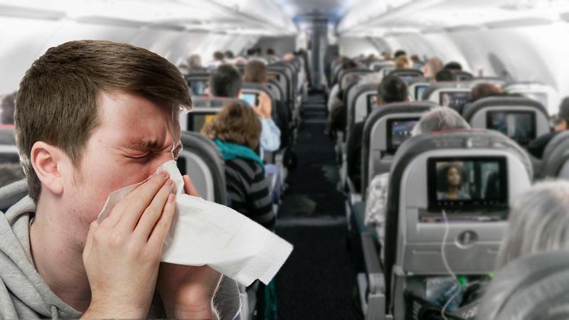 Cara Menghindari flu di pesawat saat traveling, salah satunya dengan duduk di dekat jendela.
