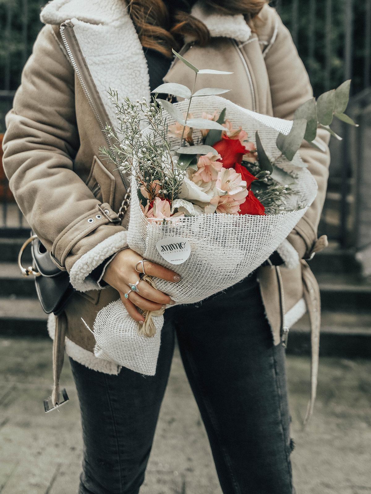 chaqueta-borreguillo-san-valentin-ramo-flores-streetstyle5