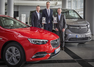 """Connected Car Awards"" für Insignia und Vivaro"