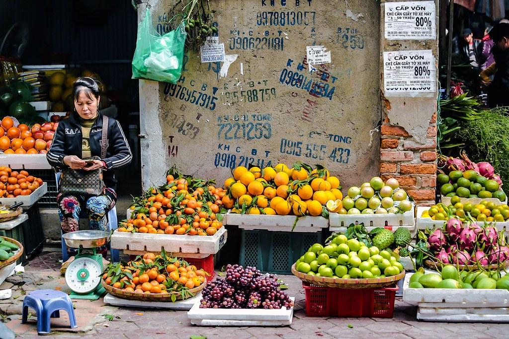 Marché de fruits et légumes à Hanoi.