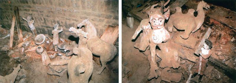 左)副葬品出土状況   右)随葬器物出土現場