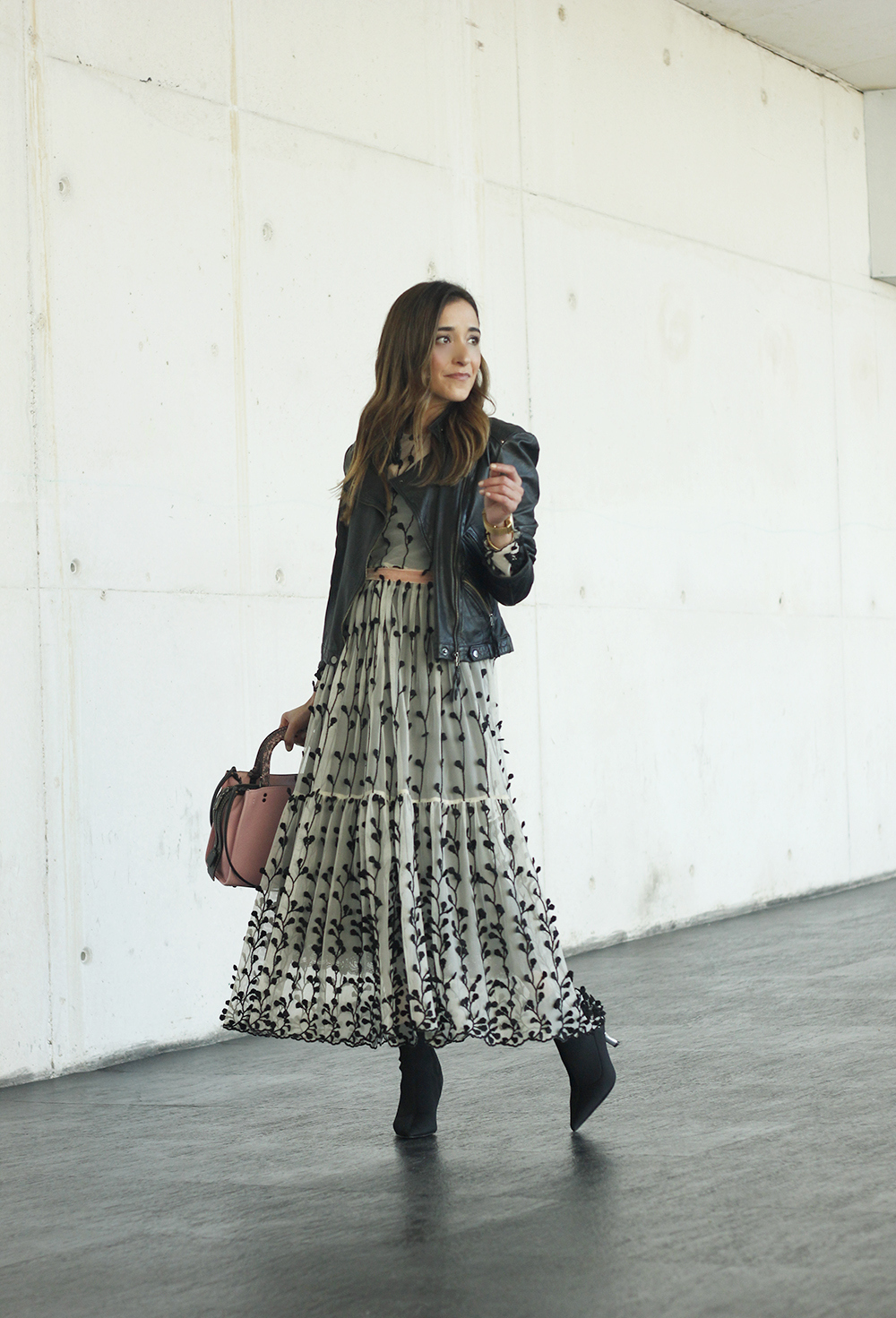 tulle dress with flowers uterqüe black booties pink coach bag fashion week madrid street style outfit winter 201802