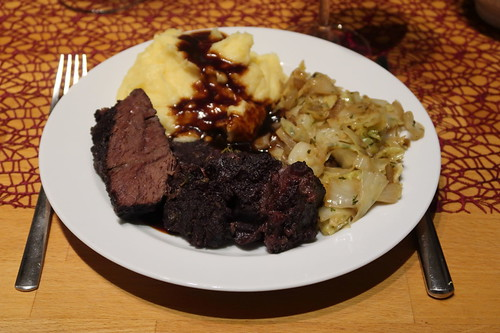 Geschmorte Heckrinderbäckchen mit Kartoffelstampf und Spitzkohl