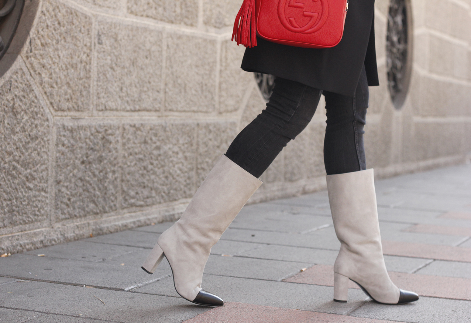 black blazer bicolor boots uterqüe gucci bag gucci belt navy cap style fashion winter outfit16