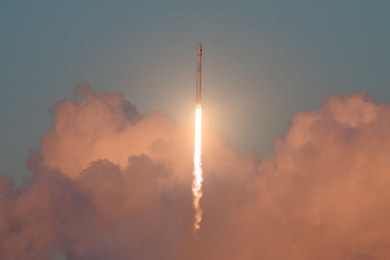 SpaceX lance ses prototypes de satellites internet ce week-end