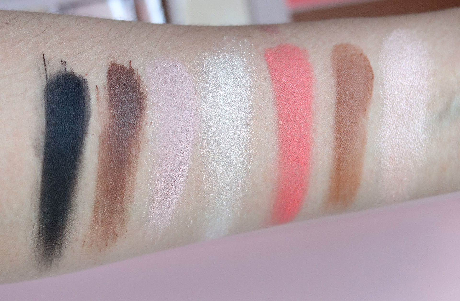 10 Gigi Hadid Maybelline Collection Review Swatches Photos - Jetsetter Palette - Gen-zel She Sings Beauty