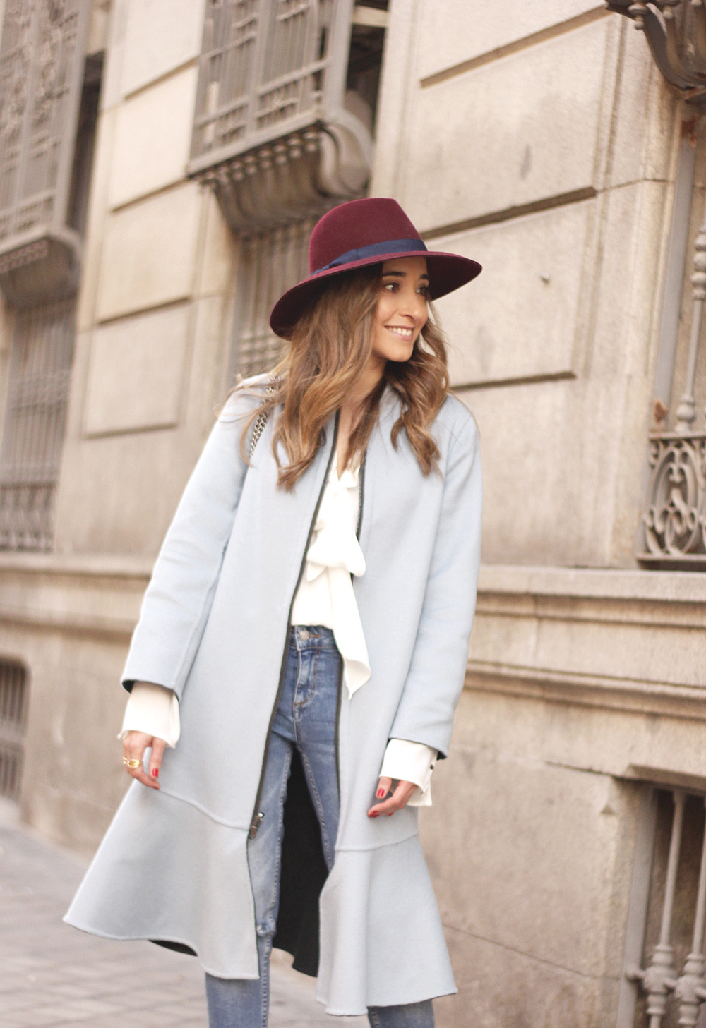 blue coat uterqüe abrigo azul gucci bag burgundy heels winter outfit street style fashion08
