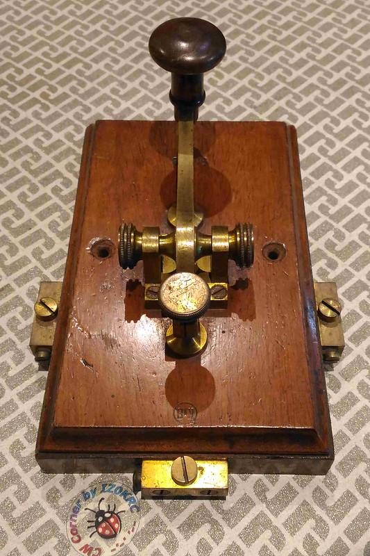 Kapsch & Shone Camelback key 3