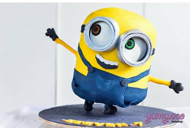 Minion Cake by Mae Marqueda