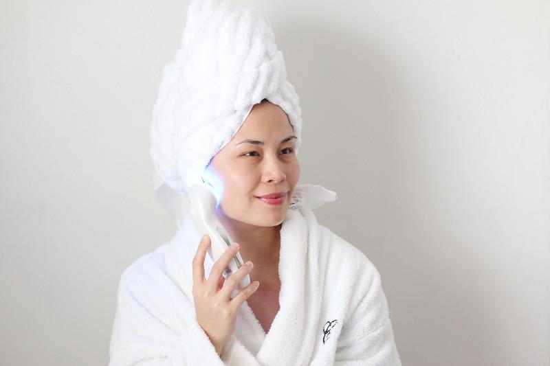 photonix-1-facial-rejuvenation-beauty-device-blue-light-7
