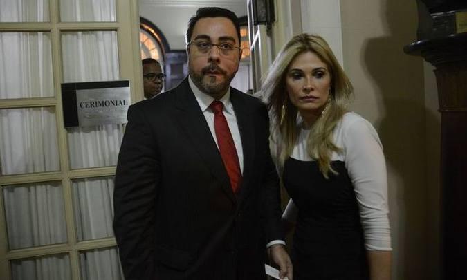 Juiz da Lava Jato recorre à Justiça para continuar recebendo 2 auxílios-moradia, Marcelo Bretas e a esposa juíza