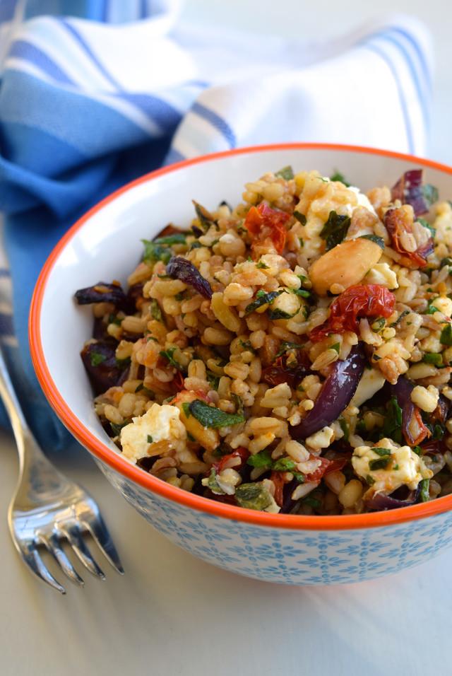Roasted Almond, Tomato & Feta Five Grain Bowl #almond #feta #tomato #grain #bowlfood #salad #healthy #vegetarian