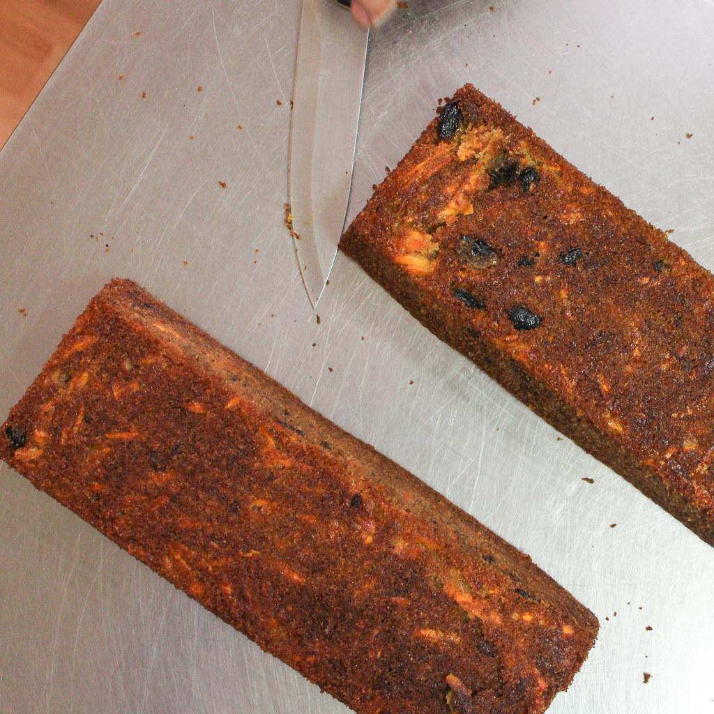Möhrenkuchen purzeln aus der Form
