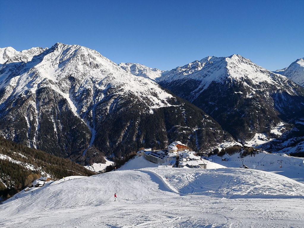 Valley view from piste 19