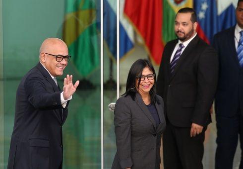 Diálogo entre governo e oposição venezuelana avança e partes chegam a um pré-acordo