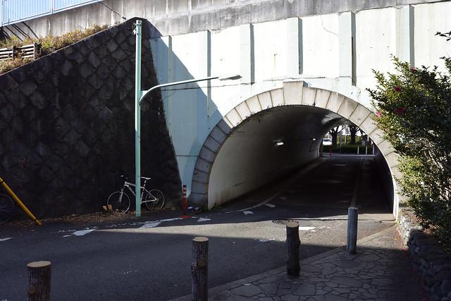 中原街道のガード下