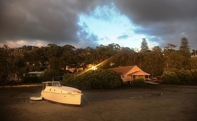 060/365 * 'Nutshell' - the latest boat of a man who has built (and designed) many... • . #goodmorning #morninglight #boat #sunbeam #beached #bayview #neighbour #visitnsw #abcmyphoto #bellalunaboat #cruising #pittwater #Autumn2018 #eastcoastaustralia #live