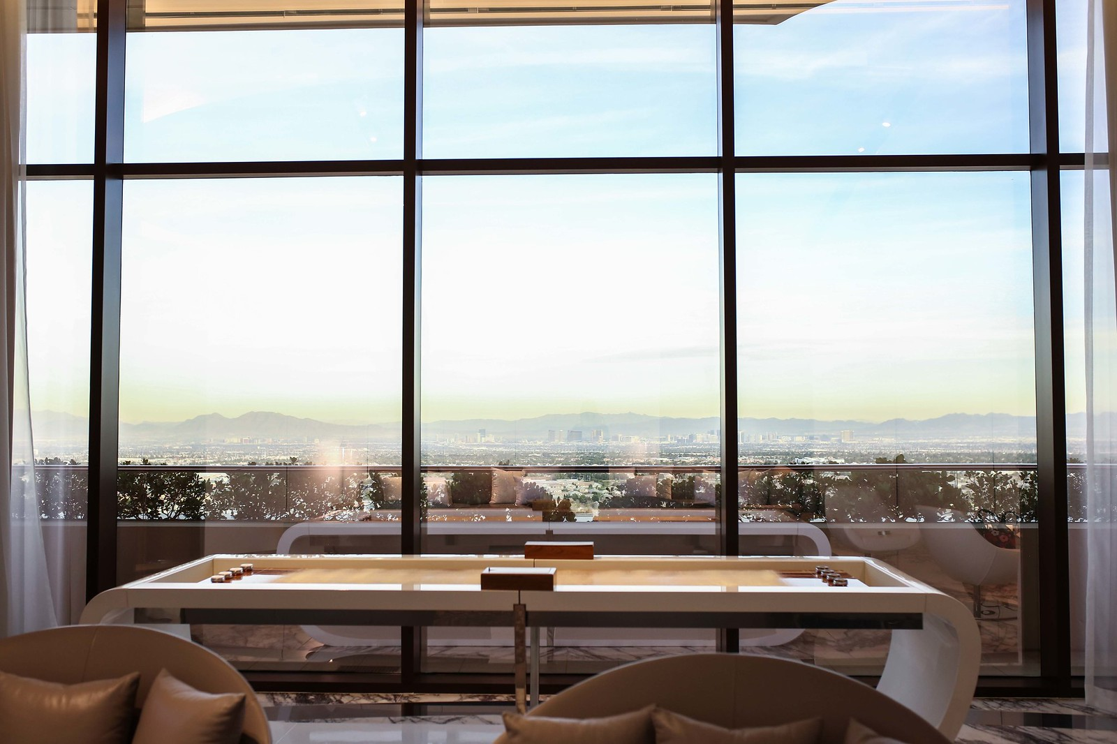 where to stay in Las Vegas with a view