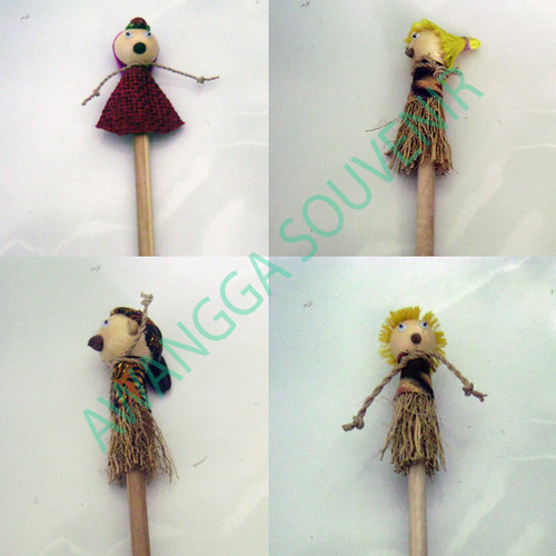 souvenir pensil boneka Natural 1