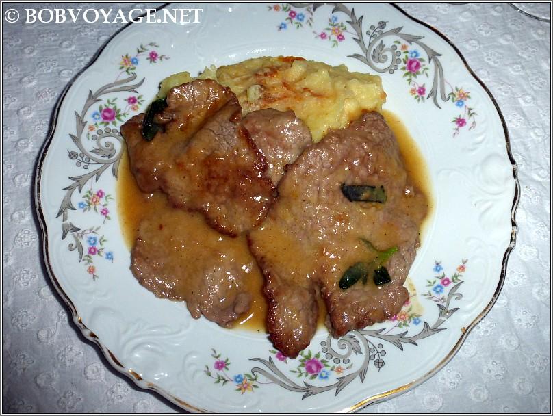 סקלופיני עגל ופירה  ב- קוצ'ינה הס 4 - cucina hess 4