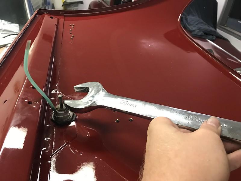 Preparing the Citroen DS boot lid