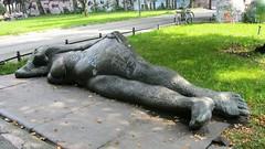 1986/87 Berlin-W. Dove Vai (Wohin gehst du) von Andreas Wegner Eisen Bronze Schlesische Straße 42 in 10997 Kreuzberg