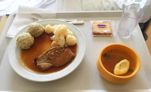 Semolina dumpling soup, beef roast, cauliflower & dumplimngs / Grießnockerlsuppe, Kalbsbraten, Blumenkohl & Semmelnödel